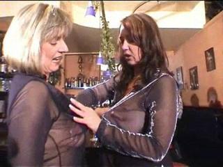 Zwei Reife Flittchen mit prallen Brüsten